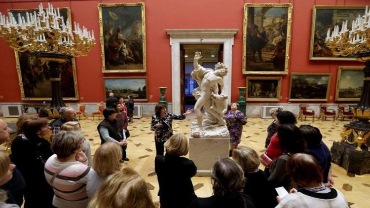 Отменен запрет на групповые туристические экскурсии в российских музеях