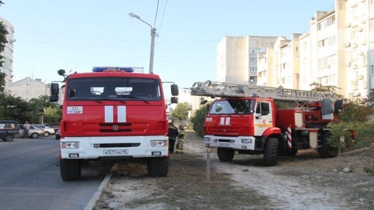 При пожаре в севастопольской пятиэтажке эвакуировали 20 человек