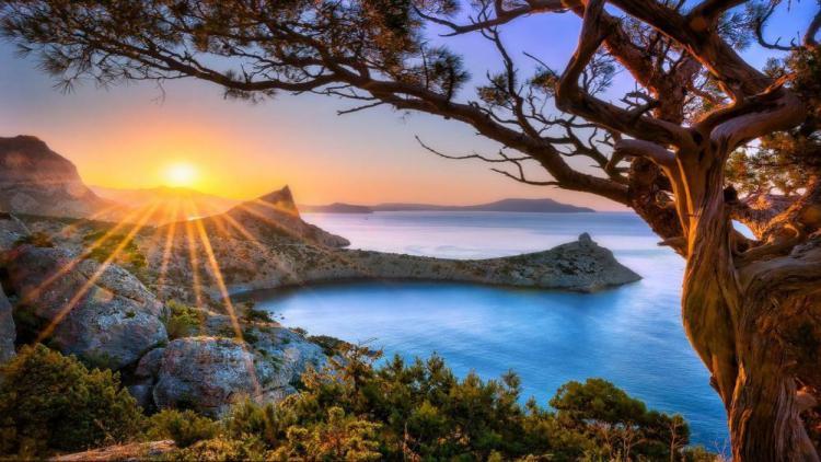 Какой погодой Крым и Севастополь проводят лето