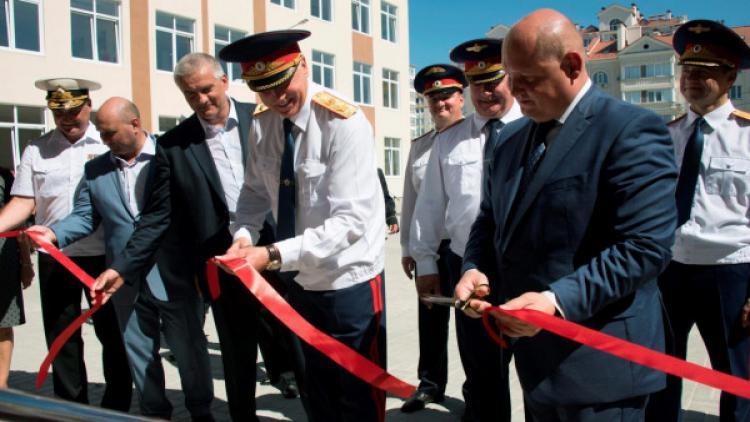 Развожаев и Аксёнов открыли в Севастополе филиал Санкт-Петербургского кадетского корпуса СК России