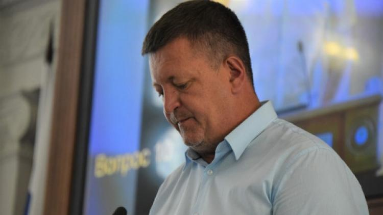 Подозреваем, что севастопольцам депутат Камзолов запомнится только тем, как воевал со своей помощницей