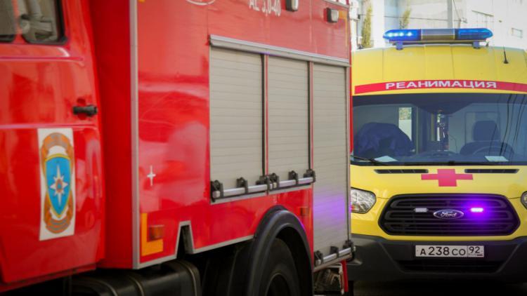 В Севастополе тушили пожар - из трехэтажного дома эвакуированы трое взрослых, ребенок и собака [фото, видео]