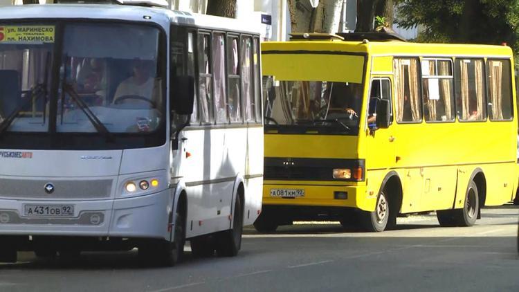 Водитель севастопольской маршрутки потерял сознание за рулем