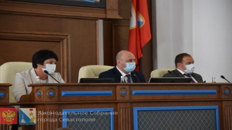 На заседании сессии Заксобрания Севастополя единороссы обидели жириновцев и коммунистов, а воду решили поискать из космоса