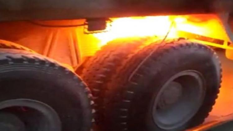 В Севастополе росгвардейцы тушили горящий грузовик [фото]