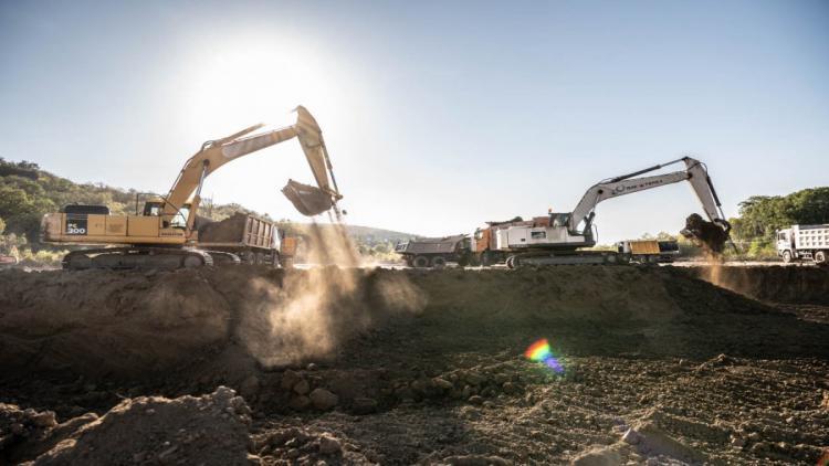 В Севастополе военные прокладывают трубопровод к водохранилищу и строят водозабор [фото]