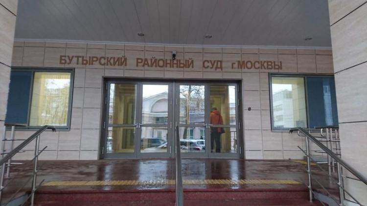 Глава ДИЗО Максим Левашов судится за служебную квартиру в Москве