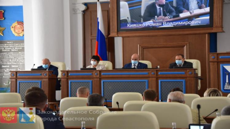 На сессии Заксобрания Севастополя депутаты напринимали кучу законов и постановлений и дважды «прокатили» Камзолова