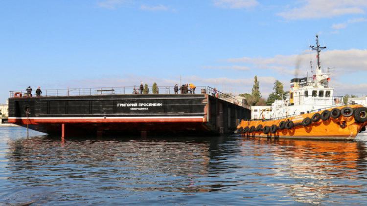 ВСевастополе спустили наводу 700-тонный плавкран дляКрайнего Севера