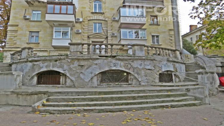Теневая сторона главной улицы Севастополя