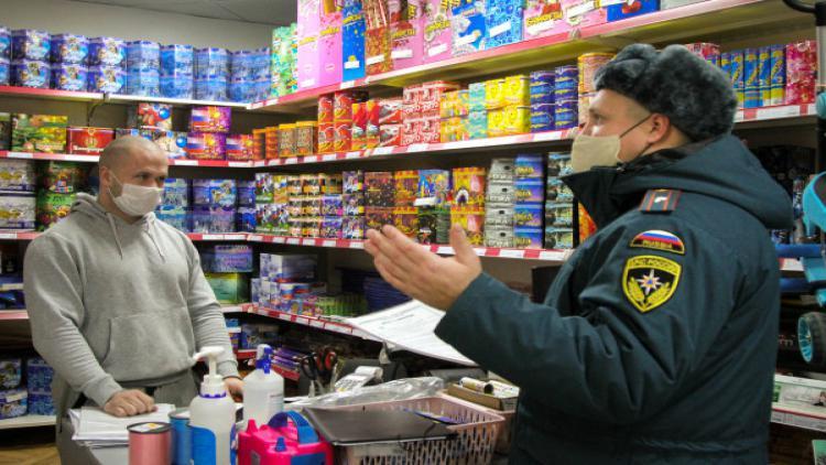 В Севастополе продолжаются рейды МЧС по местам продажи праздничных пиротехнических изделий