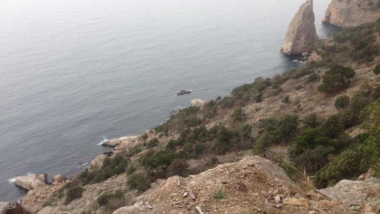 В районе Севастополя спасатели снимали со скалы туриста