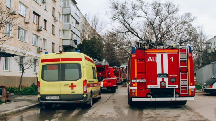 При пожаре в севастопольской многоэтажке погибла женщина